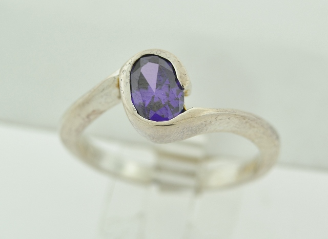 Sterling Silver Amethyst Twist Style Solitaire Ring