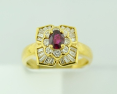 Oval-cut Ruby and Diamond Ring in 18k Yellow Gold