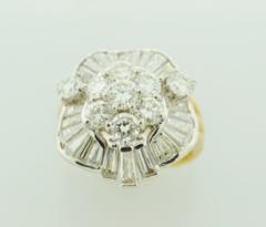 Stunning Diamond Ring, Set in 18k Yellow Gold