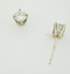 1/2ct t.w. Round Brilliant-cut Diamond Studs