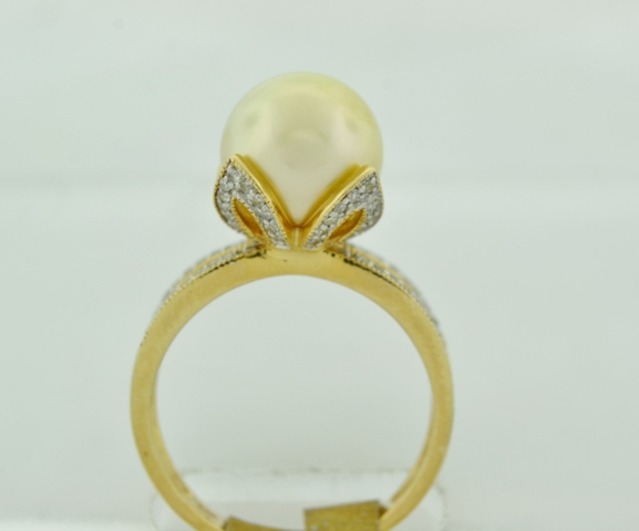 Light Golden Pearl Ring, with Round Pavé-set Diamonds Set in 14k Yellow Gold