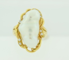 Biwa Pearl and Diamond Ring, in 18k Yellow Gold