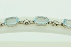 Oval Aquamarine Bracelet, in 18k White Gold