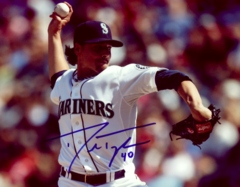 Danny Farquhar Mariners Signed 8x10 Photo F
